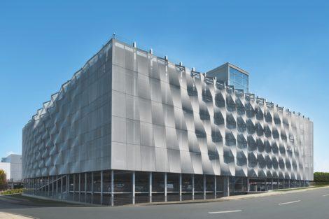 Schüco Parkhaus mit Textilfassade FACID: Design trifft Funktion