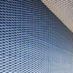 Metallgitter der Fassade beim Materiallager Welzheim
