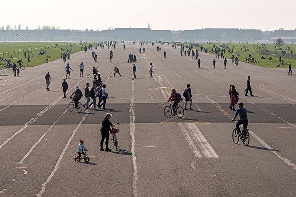 Berlin, ehemaliger Flughafen Tempelhof, 2017. Foto © Erik-Jan Ouwerkerk
